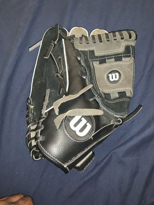 Wilson baseball glove for Sale in North Las Vegas, NV
