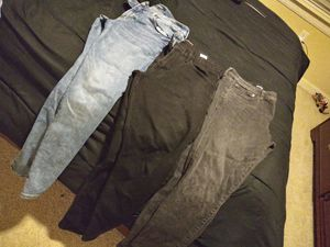 4 pair of mens jeans. Size 32/30 for Sale in Dallas, TX