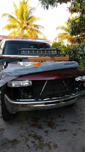 2002 Chevy Silverado. 4×4 works. 215 miles.Cold AC.Very reliable. all front parts to fix are provided.Clean title $2,500 for Sale in Miami, FL