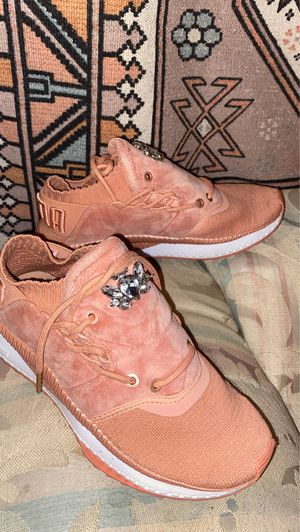 PUMA PINK AND WHITE IGNITE SHOES SIZE 6 (women) for Sale in Walton Hills, OH
