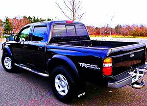 ֆ14OO 4WD Toyota Tacoma Clean for Sale in Akron, OH