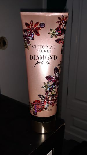 New Lotion Victoria secret for Sale in Hemet, CA