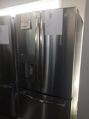 "Refrigerator 33"" inches GE French doors new warranty for Sale in Oakland Park, FL"