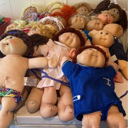 27 Cabbage Patch Dolls With Some Clothes for Sale in Olympia,  WA