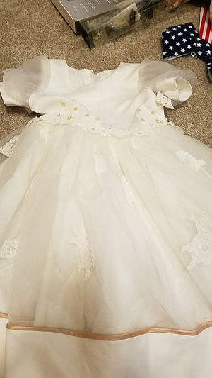 Beautiful white formal dress for girl for Sale in Henderson, NV