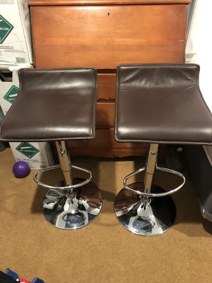 Adjestable height bar stool for Sale in Triangle, VA