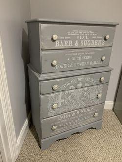 Antique Dresser for Sale in Fredericksburg,  VA
