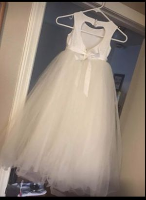 Davids bridal flower girl dress size 5t for Sale in Las Vegas, NV