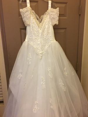 Wedding dress - size 12-14 for Sale in Las Vegas, NV