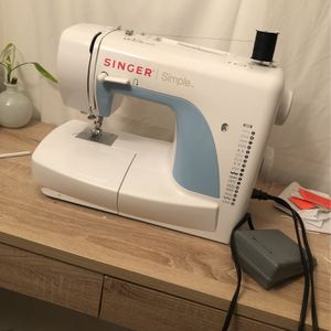 Singer Sewing Machine for Sale in Sterling, VA