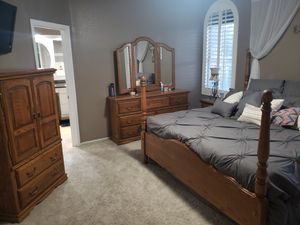 Oak King Bedroom set. Includes 4 post king bed frame, 7 drawer dresser with mirror, 2 drawer end table and armoire. for Sale in Mesa, AZ