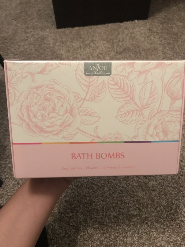Bath bombs *brand new* sealed in package