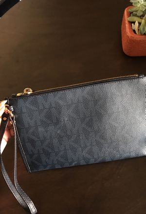 Mk wallet/ small purse for Sale in Reynoldsburg, OH