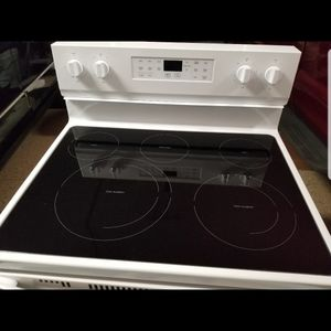 Brand New WHIRLPOOL ELECTRIC RANGE for Sale in Naples, FL