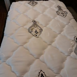 Drs choice twin mattress and box springs for Sale in Huntsville, AR