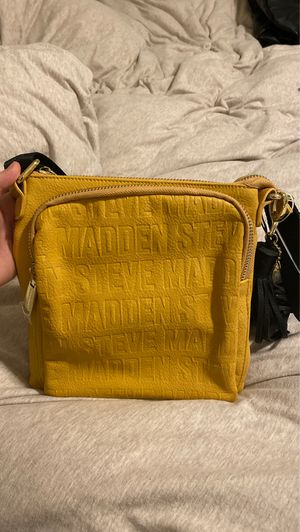 mustard yellow steve madden crossbody for Sale in Tampa, FL