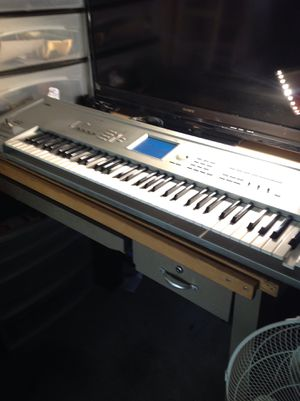 Korg triton professional touch screen keyboard music studio beat maker sampler works 100% only issue is one key needs new spring $600.00 price is fi for Sale in Sharon Hill, PA
