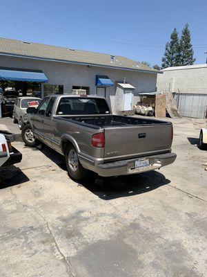 2000 2001 Chevrolet Chevy S-10 S10 s-10 s10 Sonoma sonoma Parts Truck for Sale in Fresno, CA
