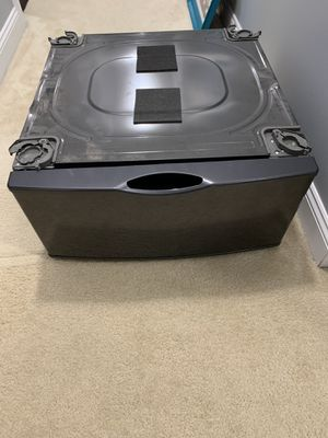 Samsung Universal laundry pedestal for Sale in Hubert, NC