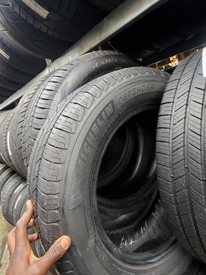 Set of 4 Michelin tires all season 215/60r16 almost new for Sale in Washington, DC