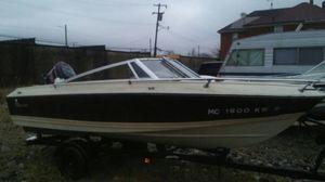 15 ft 05 in Crestline Boat for Sale in Detroit, MI