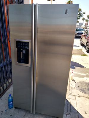 REFRIGERATOR GENERAL ELECTRIC PROFILE STAINLESS STEEL COUNTER DEPTH ICE MAKER MACHINE WATER DISPENSER EXTREMELY CLEAN for Sale in Los Angeles, CA