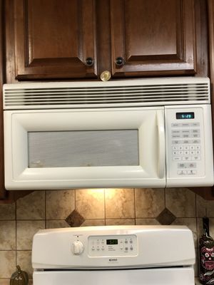 White Over the Range Microwave for Sale in Norco, CA