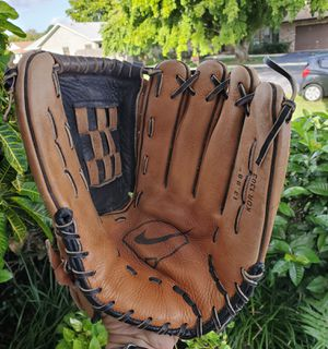 NIKE KEYSTONE SERIES 13 INCH DIAMOND READY BASEBALL/ SOFTBALL GLOVE #KDR1303 for Sale in Boca Raton, FL