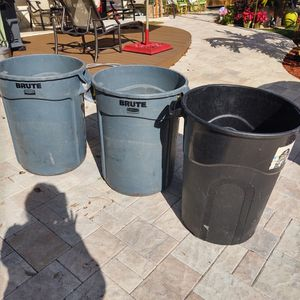 32 Gallon Garbage Cans $20 Each for Sale in FL, US