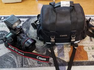 Canon EOS 5D Mark iii with Canon EF 24-105mm Lens LIKE NEW for Sale in Flowery Branch, GA