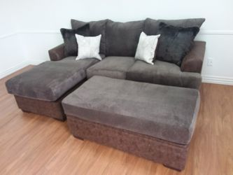 CHOCOLATE REVERSIBLE CHAISE SECTIONAL SOFA WITH ACCENT PILLOWS for Sale in Dallas,  TX