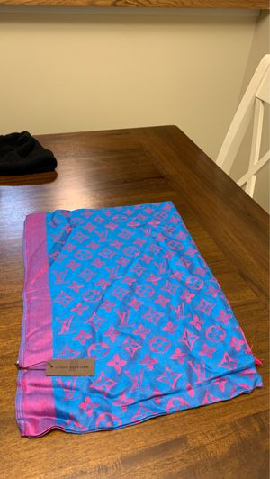 Louis Vuitton Shawl for Sale in Snohomish, WA