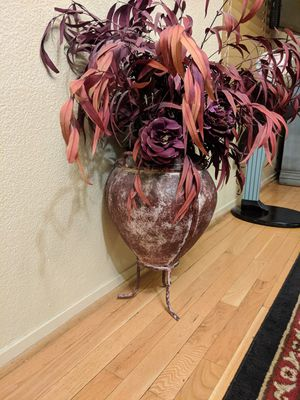 Fake plant with metal base for Sale in North Las Vegas, NV