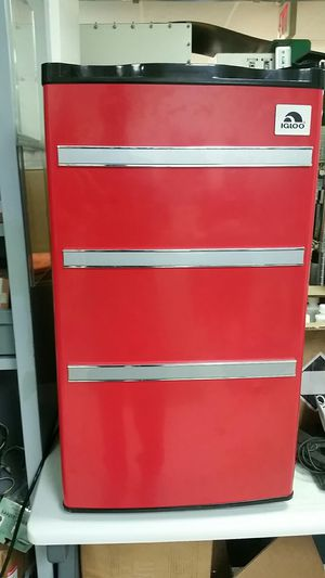 Red and black Igloo refrigerator for Sale in Rockville, MD