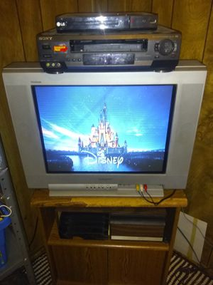 "32"" TV / TV stand/ DvD player for Sale in Pekin, IL"