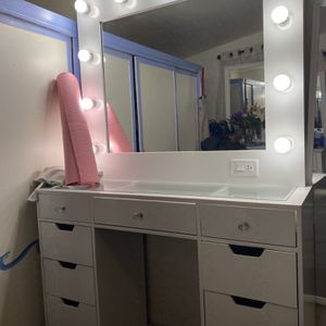 Make up vanity for Sale in Hesperia, CA