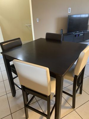 Dining Table and Chairs for Sale in Hialeah Gardens, FL