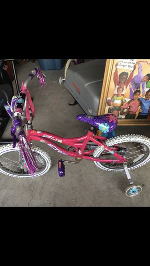 Kid bike with training wheels for Sale in Nashville, TN