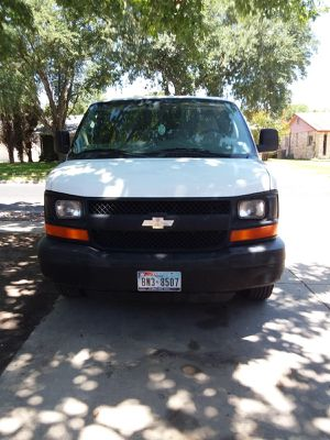 2006 Chevy express van 2500 for Sale in Live Oak, TX