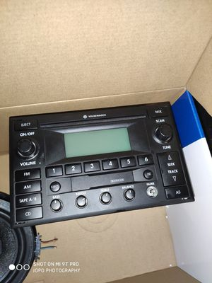 Jetta mk4 factory stereo & 2 speakers for Sale in Vancouver, WA