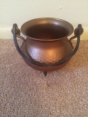 Medium size copper pot for Sale in Tampa, FL