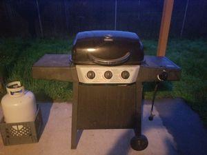 Backyard grill propane bbq for Sale in Woodland, WA