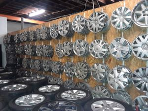 Hubcaps for many vehicles for Sale in Paramount, CA