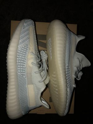 Yeezy 350 cloud white for Sale in Columbus, OH
