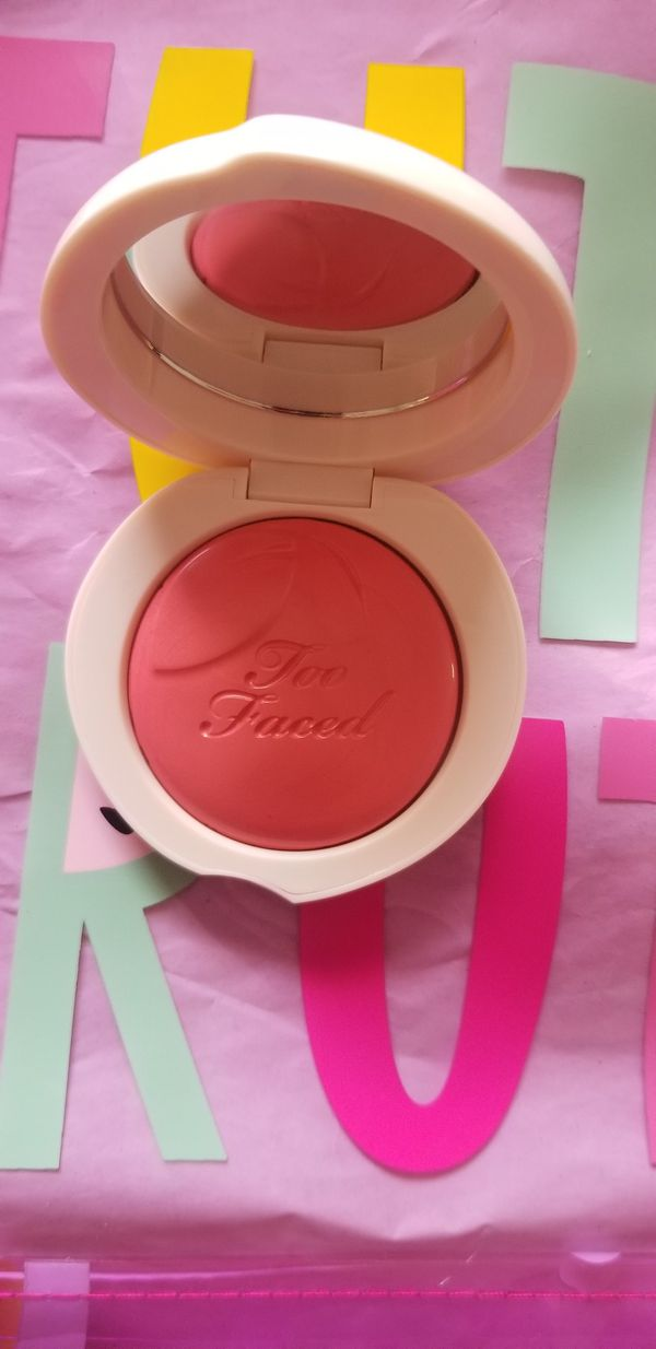 "Too Faced ""So Peachy"" blush 🍑"