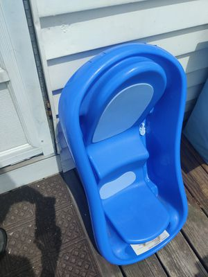 Baby bath tub for free for Sale in Malden, MA