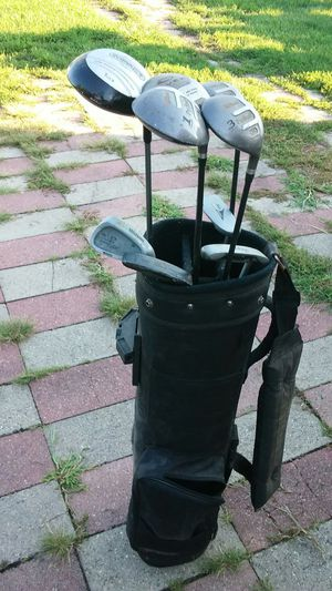 $100 9 clubs! Golf set, bag, cleaning kit! for Sale in Detroit, MI