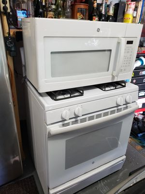 GE STOVE AN MICROWAVE. for Sale in Bridgeport, CT