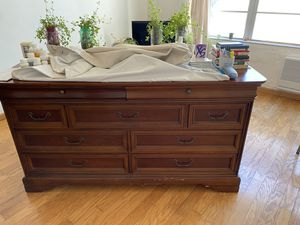 6 ft wide nice wooded dresser. Perfect for storage and in good condition for Sale in Fort Lauderdale, FL
