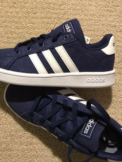 Adidas - Youth Size 13k for Sale in Snoqualmie Pass,  WA
